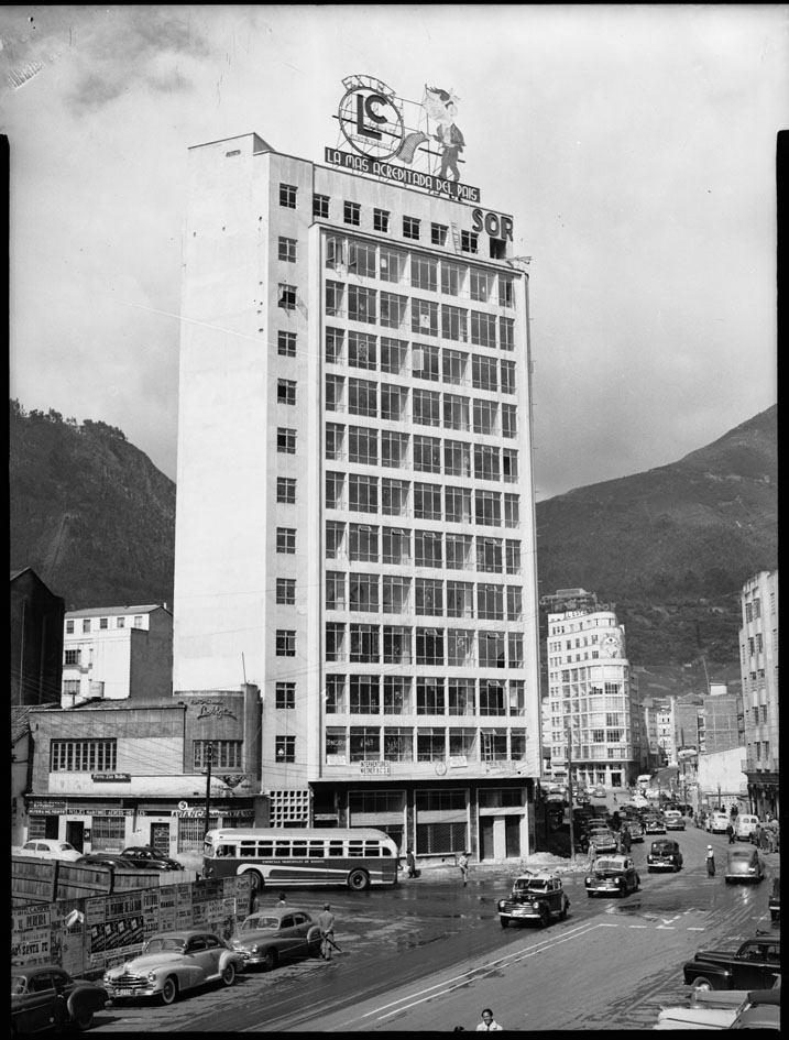 Edificio Avenida Jiménez frente al Tiempo
