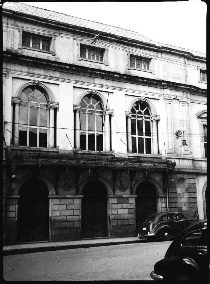 Fachada Teatro Colón Sady González