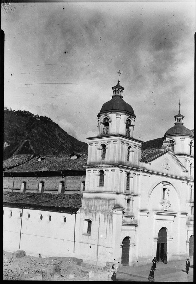iglesia de La Candelaria ubicada en la calle 11 con carrera 4
