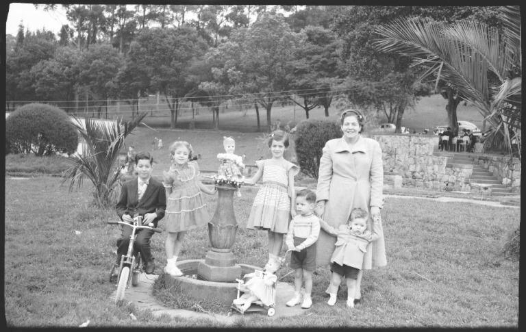 Esperanza Uribe con sus hijos