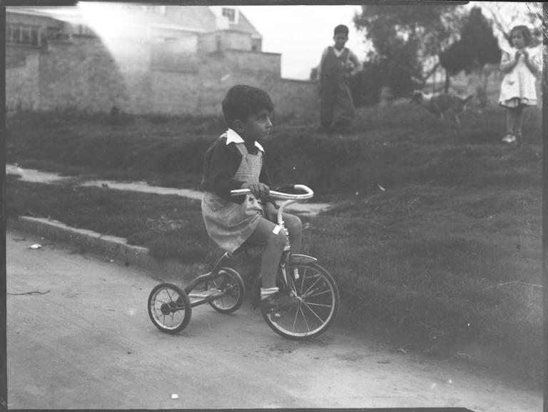 El ciclismo como factor de diversión irrumpió en los juegos infantiles