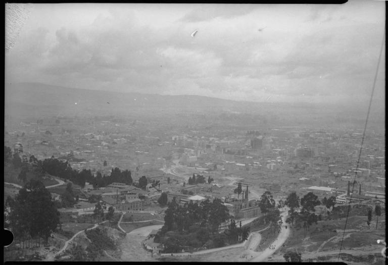 Vista desde los cerros orientales en 1948