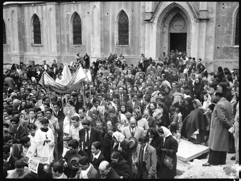 Asistencia masiva en procesión sobre el cerro de monserrate